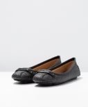 Betty Moc, black